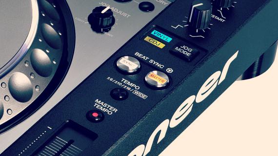 STEVE MAN JELLO TAKES STAB AT DJ SNEKE: DECADES OLD SONG SAYS 'FIX MY SYNC'